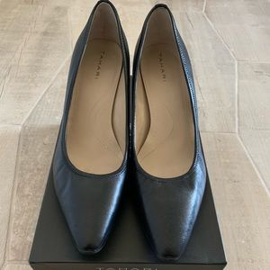 Tahari black leather pumps